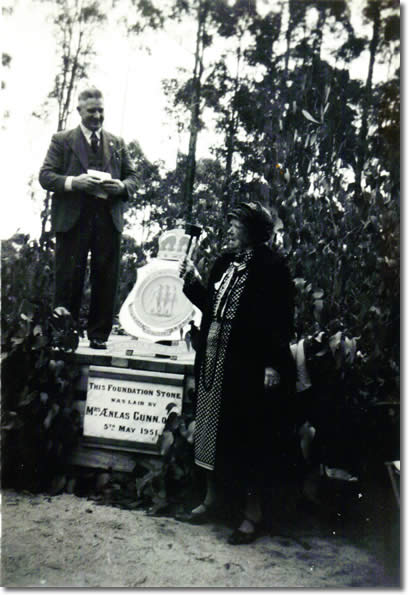 Jeannie Gunn and Dooly O Donohue 1951 at RSL Foundation Stone